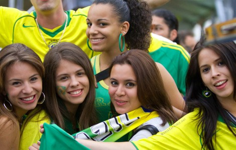 Brazilian-Girl-Supporter-Fifa-World-Cup