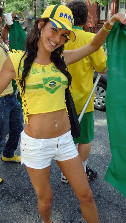 brazilian-girl_world-cup-2010_10-440x775